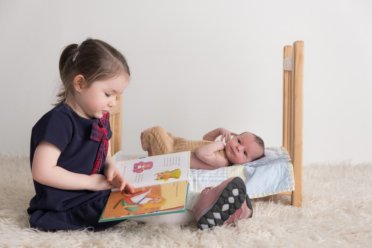 Sibling photos with newborn baby How-To Guide 5