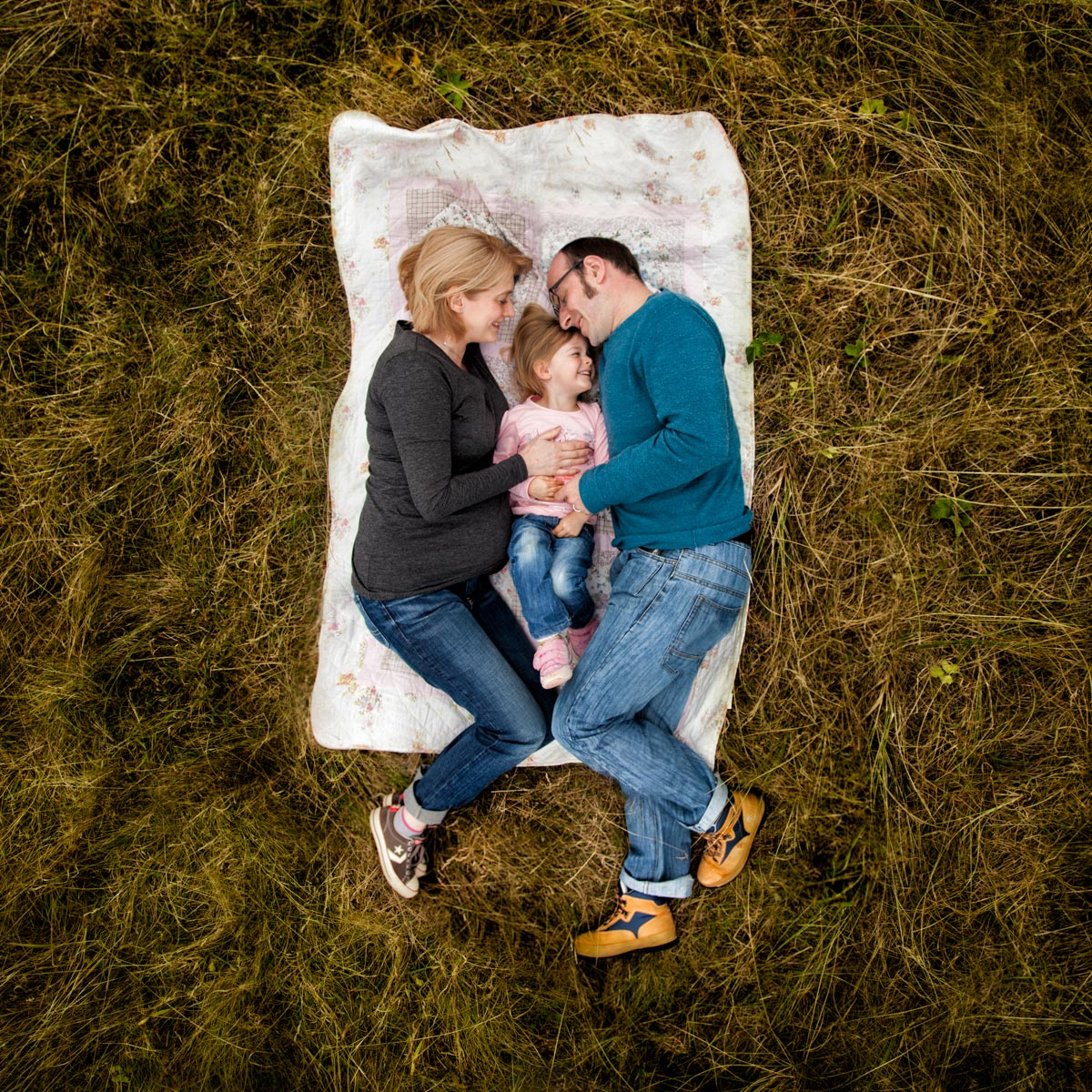 7 Outdoor maternity photoshoot planning tips. 14
