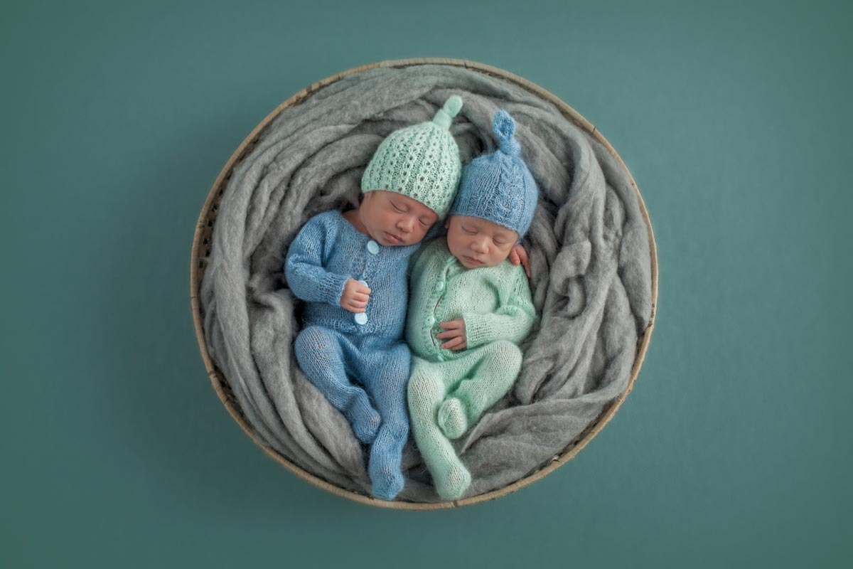 Newborn Twins Photography poses, tips and ideas 10