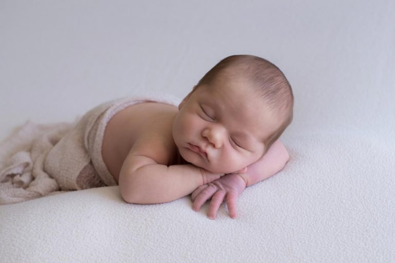 Lifestyle Newborn Photography Tips Guide 20