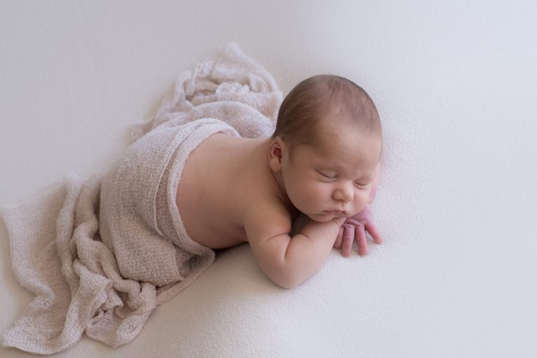 Lifestyle Newborn Photography Tips Guide 17