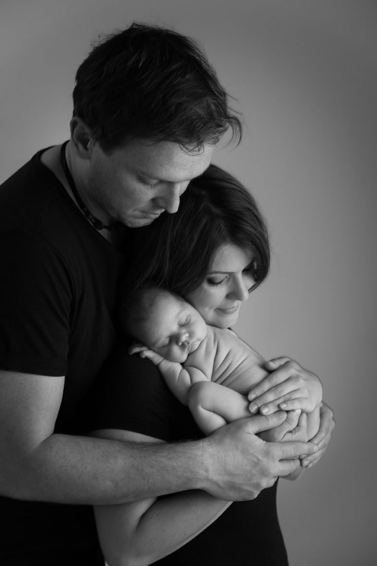 10 NEWBORN PHOTOGRAPHY POSES FOR BEGINNERS INCLUDING CHEAT SHEET 25