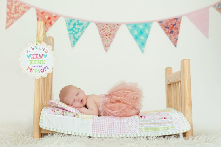 10 NEWBORN PHOTOGRAPHY POSES FOR BEGINNERS INCLUDING CHEAT SHEET 90