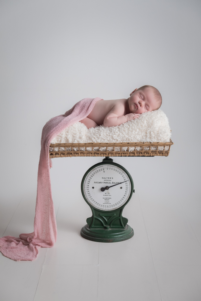 10 NEWBORN PHOTOGRAPHY POSES FOR BEGINNERS INCLUDING CHEAT SHEET 89