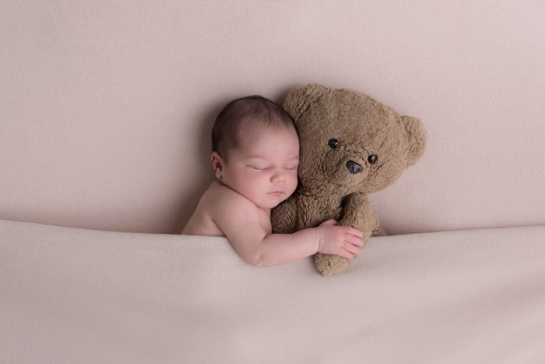 10 NEWBORN PHOTOGRAPHY POSES FOR BEGINNERS INCLUDING CHEAT SHEET 50