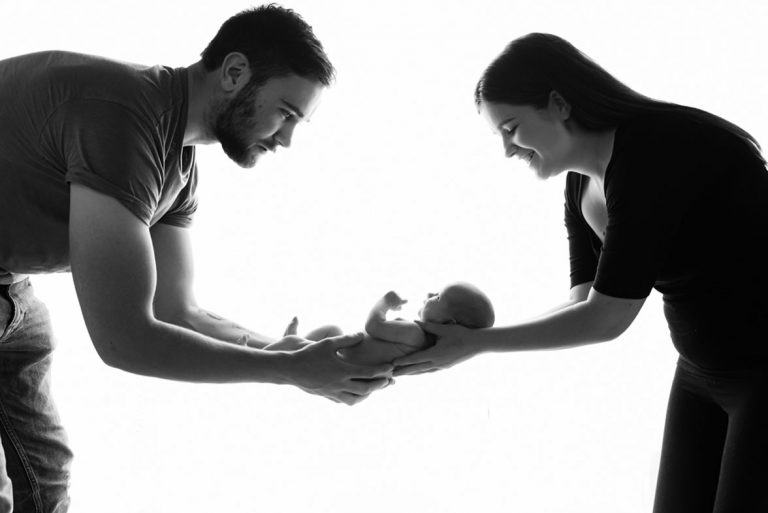 10 NEWBORN PHOTOGRAPHY POSES FOR BEGINNERS INCLUDING CHEAT SHEET 21