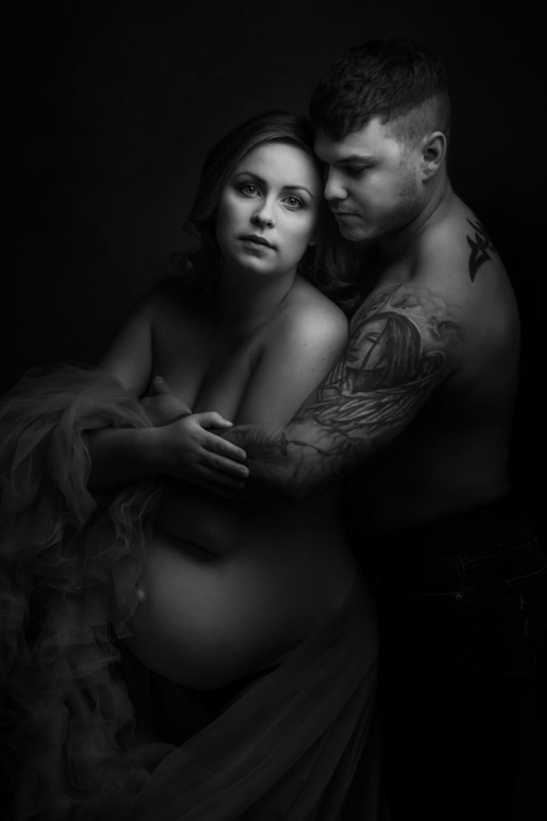 Pregnancy photoshoot ideas for couples 26