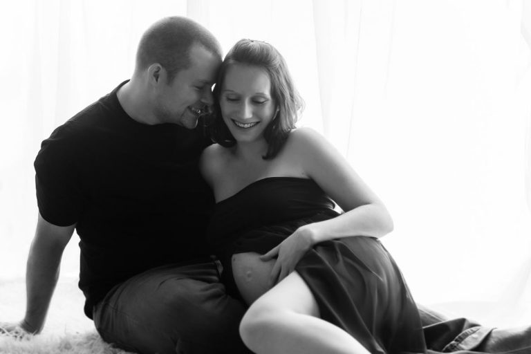 Pregnancy photoshoot ideas for couples 7
