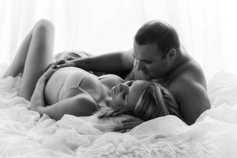 Pregnancy photoshoot ideas for couples 5